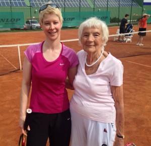 Fast 40 Jahre liegen zwischen Weltmeisterin Jutta Apel und Damen-30-Akteurin Sandra Theiss.