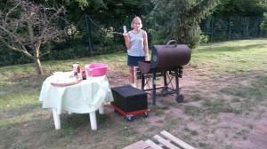 Initiatorin Jutta Strehl am Grill.